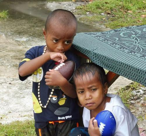 Boys In Rain - Fanning Island 23 GPP Roy Oldfield  Pictorial Gold
