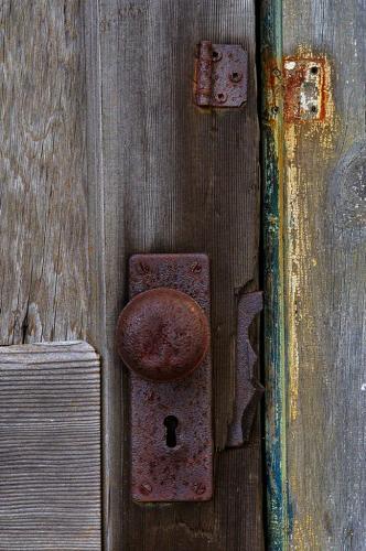 Cabana Door 7 8 7.5 22.5 Graham Jardine  Pictorial Gold