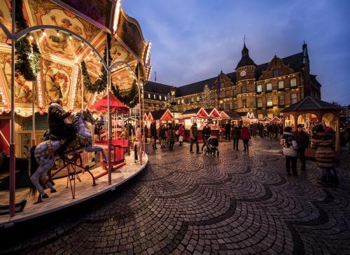 Christmas Market in Dusseldorf 22 Pictorial Master John Overmeyer