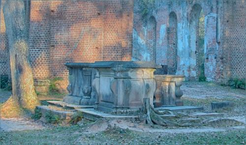 Burial Tomb Mid 1700 Church Ruin 6.5 6.5 5.5 18.5 Judy Boufford  Pictorial Gold