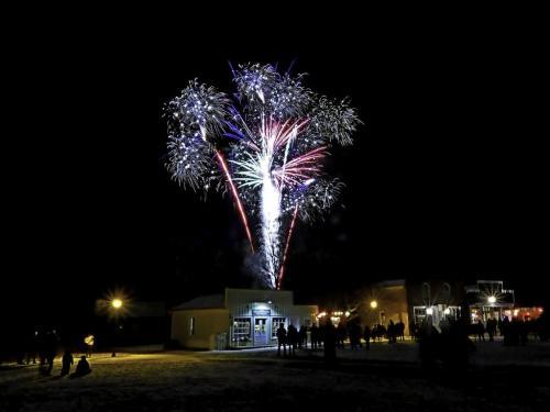 Fireworks At Westfield 6.5 6 6.5 19 Dan Copeland  Pictorial Master