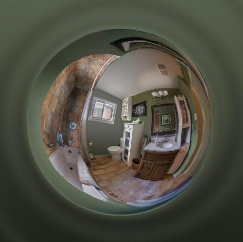 Bathroom Reflections 7.5 7.5 7 22 Doug Doede  Pictorial Master