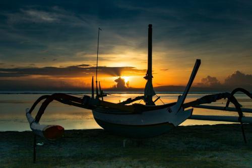 Sunrise In Bali 6.5 7 6.5 20 Arthur Laver  Pictorial Silver